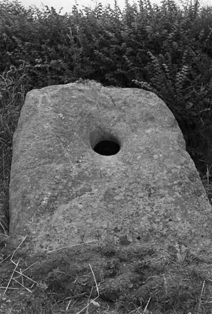 Holed Stone, Standing Stone