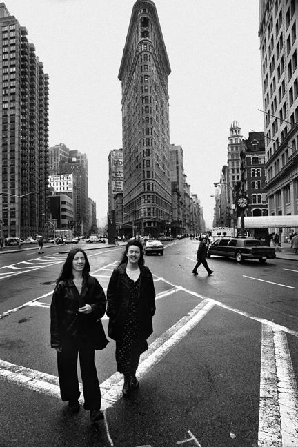 Sisters, Flatiron, Manhattan, New York, America, April 1995