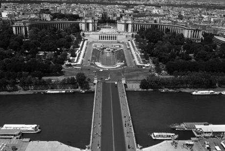 Palais de Chaillot,, Paris, France, August 2004  © Tom O' Connor 2004