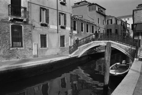 Ponte Barnaba, Venice, Italy, November 2005